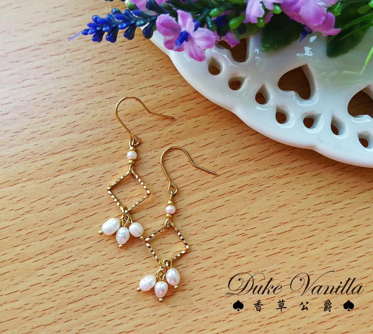 淡水珍珠金框菱型耳環 - Duke Vanilla 香草公爵