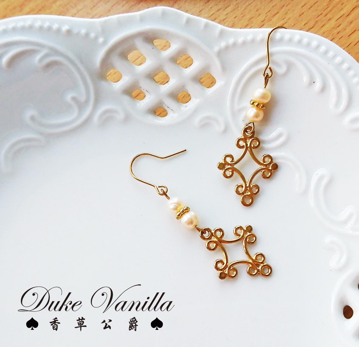 春光序曲*珍珠雕花十字架耳環 - Duke Vanilla 香草公爵